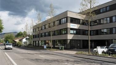 Seit dem 01.09.2017 lieft unser Firmensitz an der Bruggstrasse 12a in Reinach in einer modernen Geschäftsliegenschaft